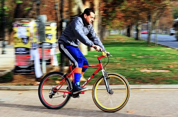 hombre en bicileta