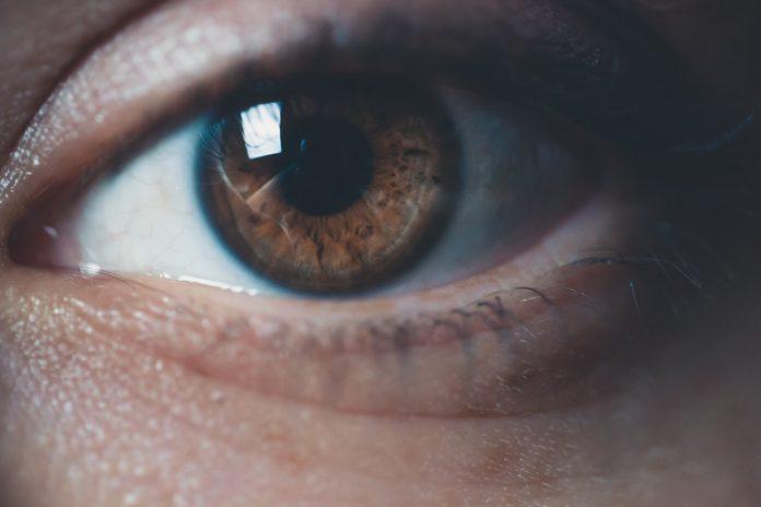 tic en el ojo