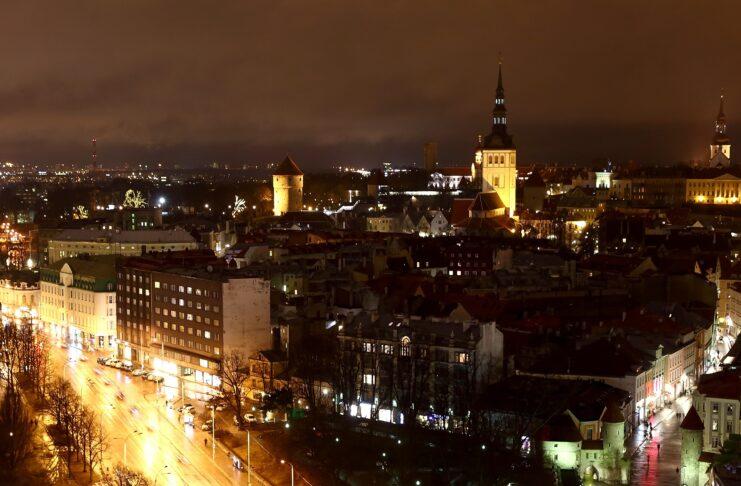 """Estonia lanza un programa de """"visado digital para nómadas"""" para atraer a trabajadores remotos"""
