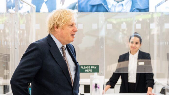 Investigación de racismo: Boris Johnson despierta enojo con el comentario de