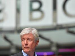 ¿Quién reemplazará a Tony Hall en la BBC?