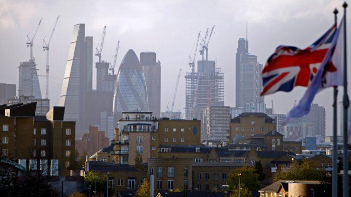 Porque la economía del Reino Unido se está contrayendo