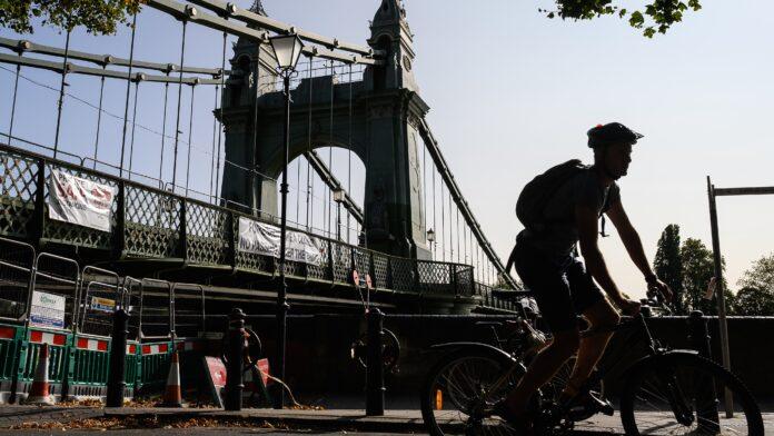 Miles de los puentes más transitados de Gran Bretaña