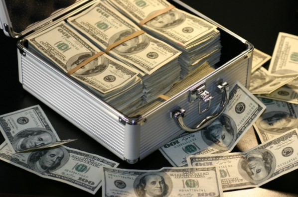 Maleta con dinero